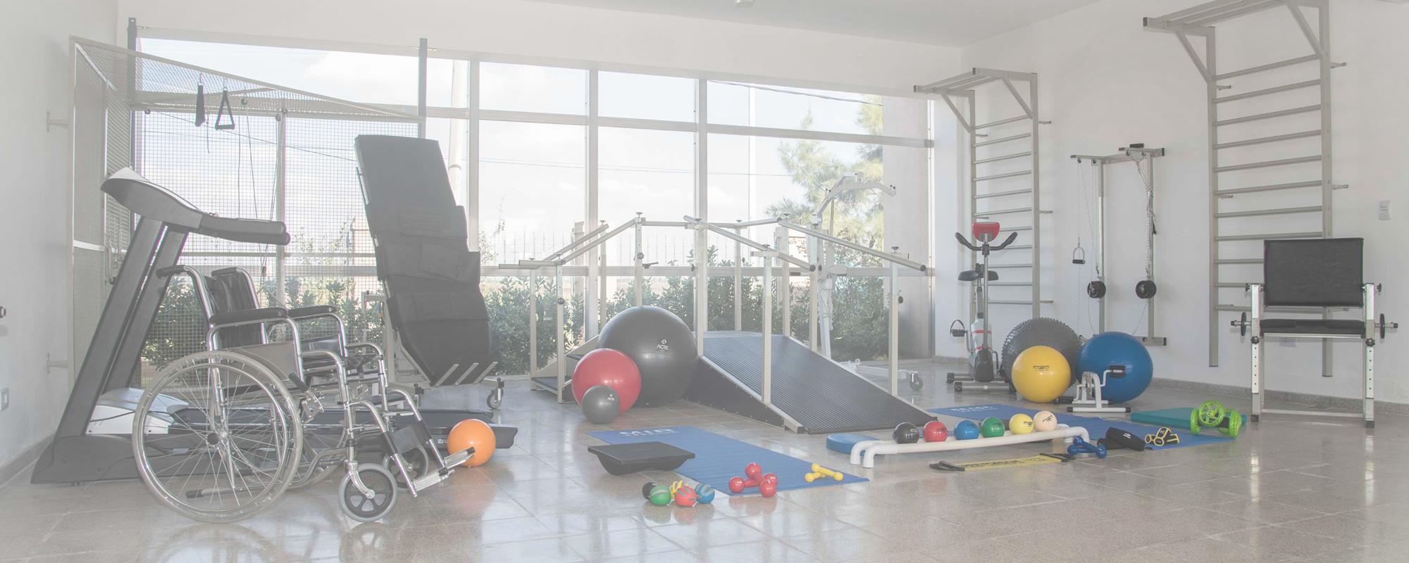 <span>Gimnasio </span> totalmente equipado con sala de <span>Rehabilitación</span>